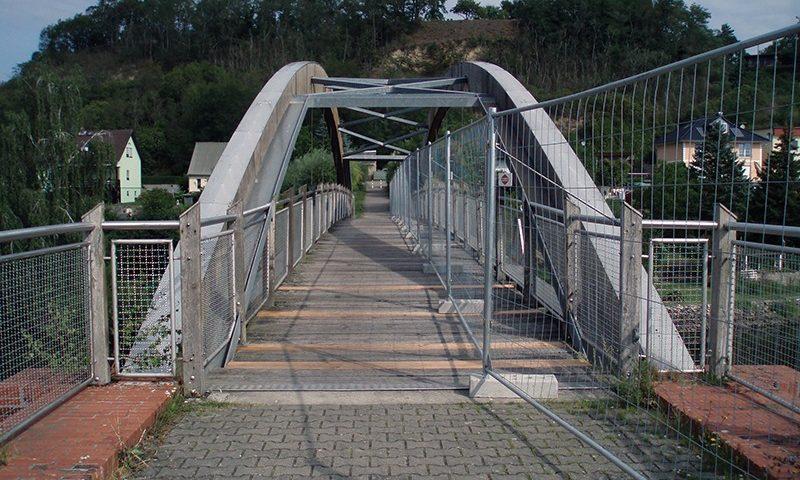 Blick auf die Stüzkower Brücke mit halbseitiger Absperrung