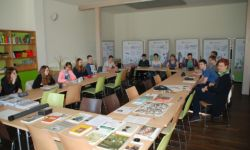 Schulklasse im Wildnislabor - Foto: Herr Dr. Hans-Jörg Wilke