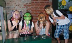 Kinder mit Tiermasken